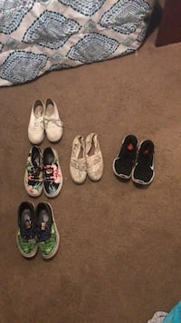 six pairs of assorted shoes Smyrna, 37167