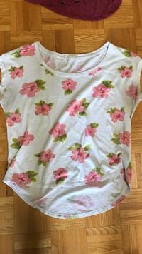 White and pink floral scoop-neck shirt size medium  Lake Country, V4V 1G9