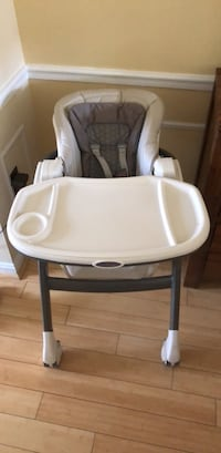 baby's white and gray high chair Annandale, 22003