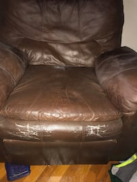 brown leather recliner chair 2290 mi