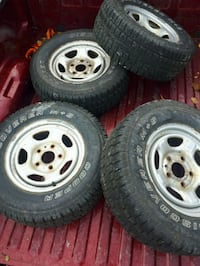 Winter tires on rims 255 65r16 Barrie