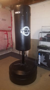 black TKO freestanding punching bag.PRICE IS FIRM! Toronto, M6A 2M5