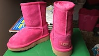 Lil girls sz 8 ugg boots didn't a chance to ware them Omaha, 68134