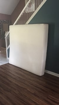 white and gray bed mattress Painesville, 44077