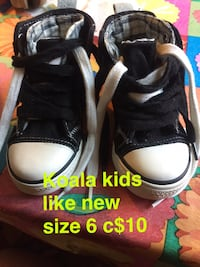 pair of black-and-white Adidas sneakers Troy, 12182