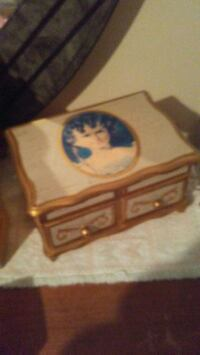 Jewelery Box 2869 km