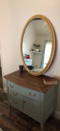 Gorgeous dresser with gold knobs & gold mirror. Stained & painted Fresno, 93711