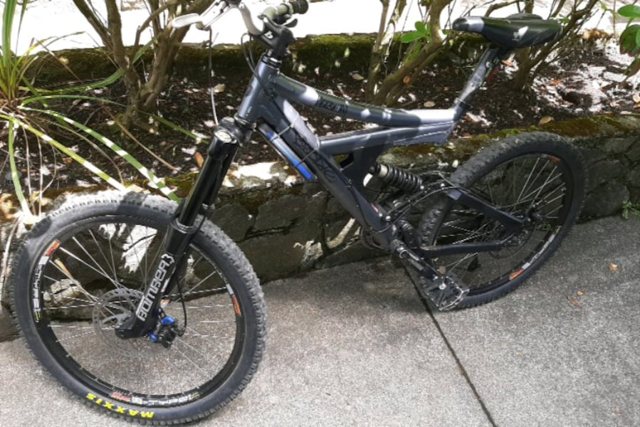 BRODIE--HOODLUM---Full suspension mountain bike  8e325933-b32d-4e95-9834-abfbdc3818c8