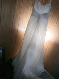 stunning gown  Taylors, 29687