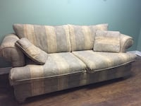 Like New Couch and so Comfy nothing wrong with it, just don't have the space to store it, in smokefree and petfree home PICKUP ONLY Kennedy and Sandalwood  Brampton, L6Z