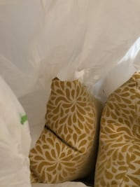 Pillows decorative great condition  Vaughan, L4L