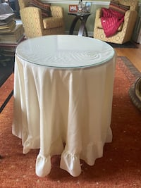 "20"" Round ""Decorator Table"" w/Glass"