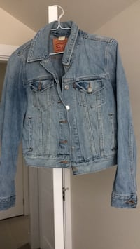 Levi's women's jeans jacket like new condition Size Small Vancouver, V5S 3R1