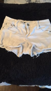 Small white shorts Thames Centre, N0L