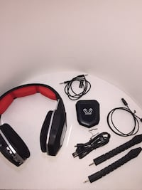 PS4 or XboxOne wireless gaming headsets w mic and all cables.