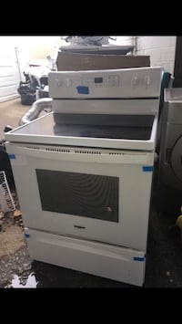 Whirlpool Glasstop Electric Range in excellent condition  Baltimore, 21223