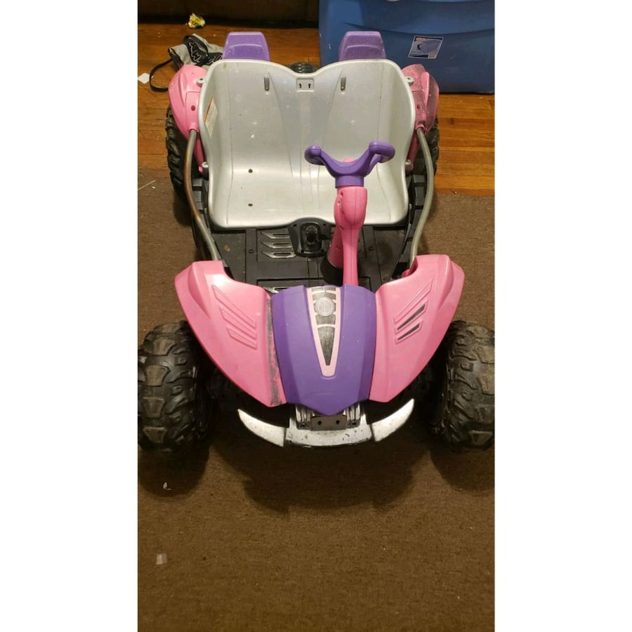 Power wheels car