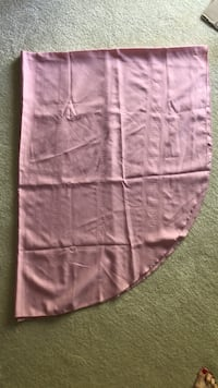 Beautiful pink oval tablecloth Lightly used Baltimore, 21236