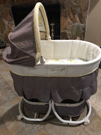 Carter's bassinet with wheels