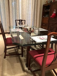 Glass top dining table and 4 chairs Leesburg, 20176