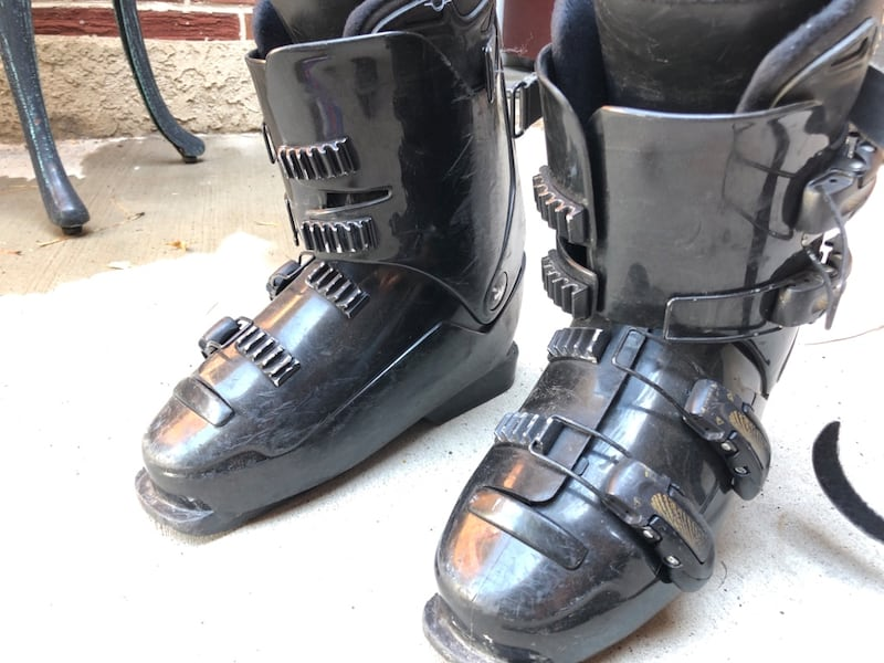 skis and boots 82f6c3d7-395f-4f32-9d90-4f84ef30f032