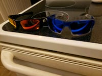 2 pair of Oakley sunglasses with extra lens . Vallejo