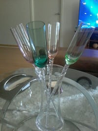 clear glass and green glass vase