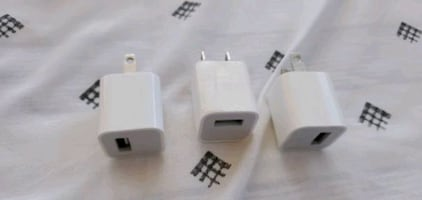 3 Apple 5w iphone wall chargers