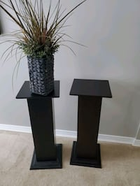 Two pedestals Mississauga, L4W 2M5