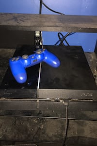 Ps4 Console and controller Waterloo, N2K 2C7
