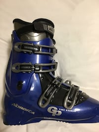 Size 7-7.5 ladies ski boots Nordica brand clean great condition