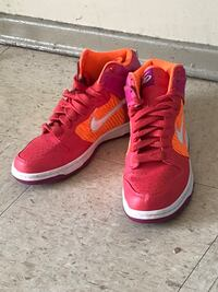 Pair of red-and-orange nike shoes size 7 Winnipeg, R2K 4A1