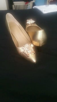 Versace gold shoes new made in Italy size 8 Toronto, M6A 3A8