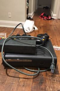 Xbox 360 with controllers Toronto, M9C 2Y2