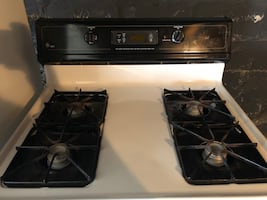 GE black and white stove/range