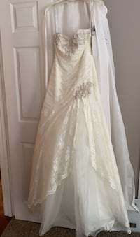 Wedding dress * tags still attached!
