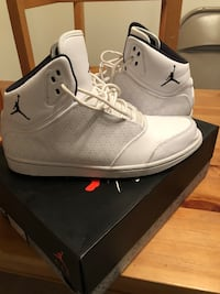 Jordan flights with box  Tempe, 85281