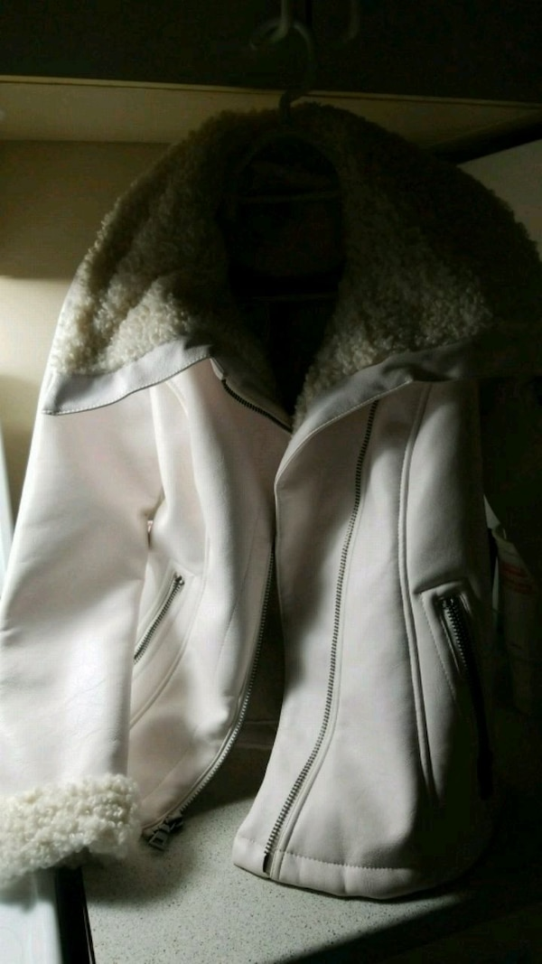 Guess coat size small