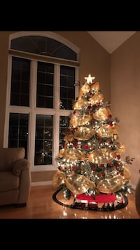 7.5 FT Beautiful Pre-Lit Christmas tree with decorations for sale Montréal, H2W 1R2
