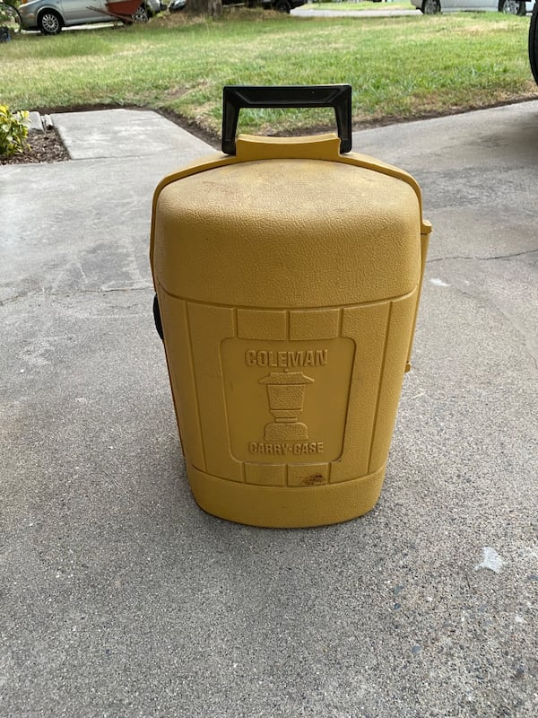 Coleman lantern with carrying case and original instructions  cc92e746-e5cd-496c-98dc-bd1468276994