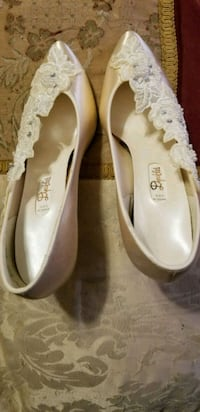 pair of white leather flats Pineville, 71360