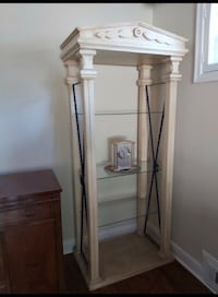 FREE DELIVERY- BEAUTIFUL ROMAN STYLE DISPLAY CASE - GREAT COND Toronto, M1E