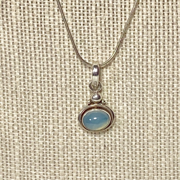 Vintage Sterling Silver Moonstone Pendant with Sterling Rope Chain ebfab291-080f-4f75-b912-f3693008a9a9