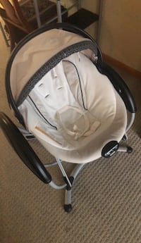 baby's white and black bouncer Sioux Falls, 57110