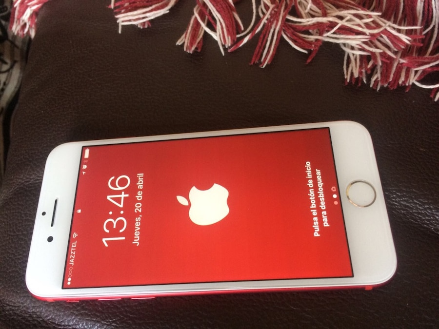 iPhone rojo 7