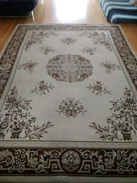 8 X 11 large area rug - freshly steam cleaned Toronto, M2M 3R2