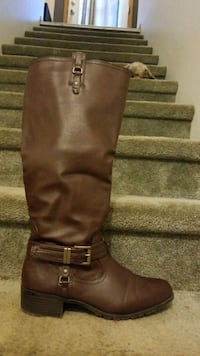 Tall brown cowboy boots size 9 Omaha, 68131