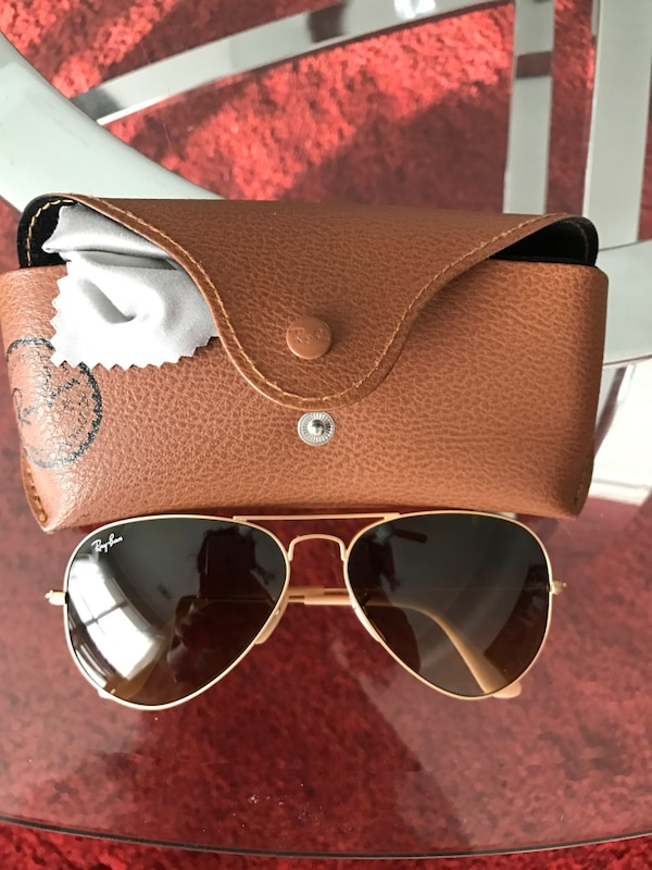 3300a5a9a982b8 gold-colored with black lens Ray-Ban aviator sunglasses with brown leather  case
