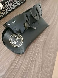black-framed Ray-Ban sunglasses Toronto, M1H 1G6