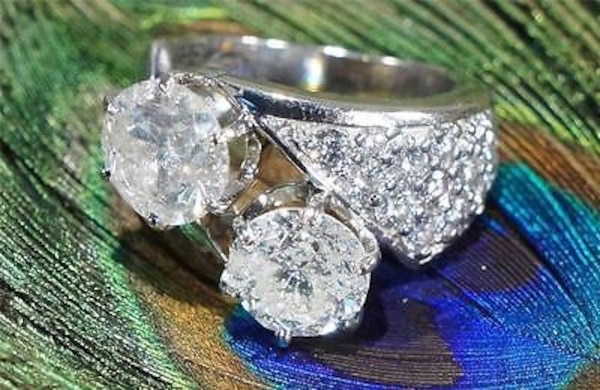 Silver-colored clear gemstone encrusted ring debbd39d-1bba-4f95-8fd5-e7403e1a4fbe
